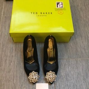 Ted Baker size 6 Gorgeous gold healed pumps